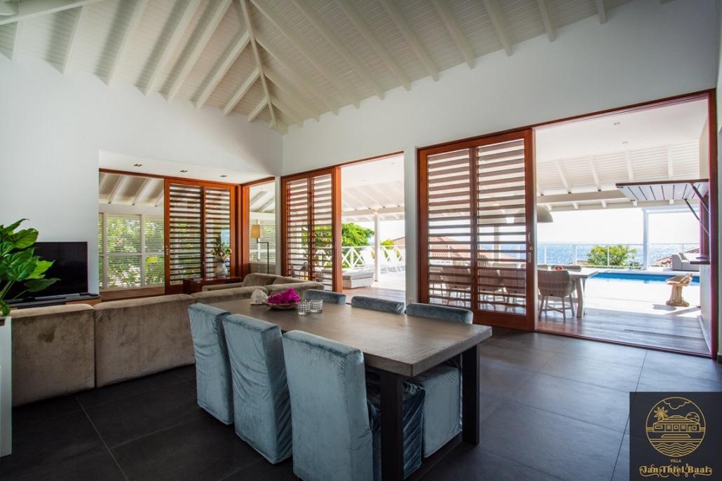 Vakantievilla Curacao huren? Eetkamer tafel met 6 stoelen
