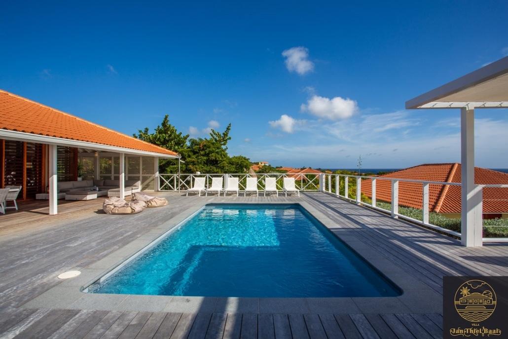 Vakantievilla Curacao huren? Ruim zwembad welke veel zonuren heeft.
