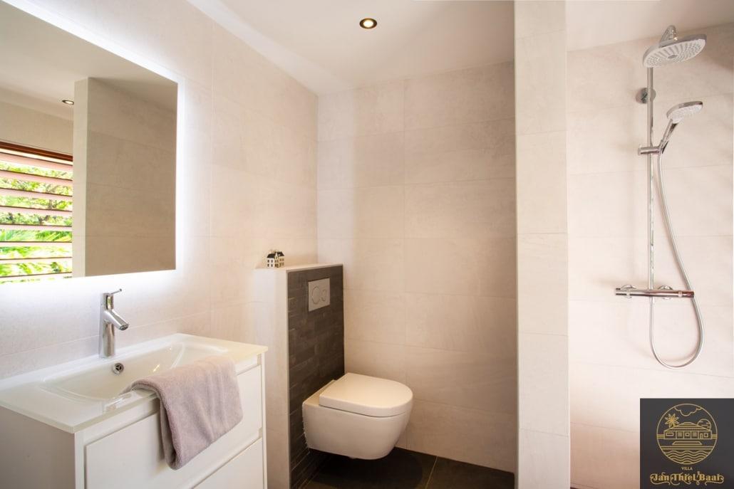 Vakantievilla Curacao huren? Badkamer met toilet per slaapkamer - totaal zijn er 3 slaapkamers