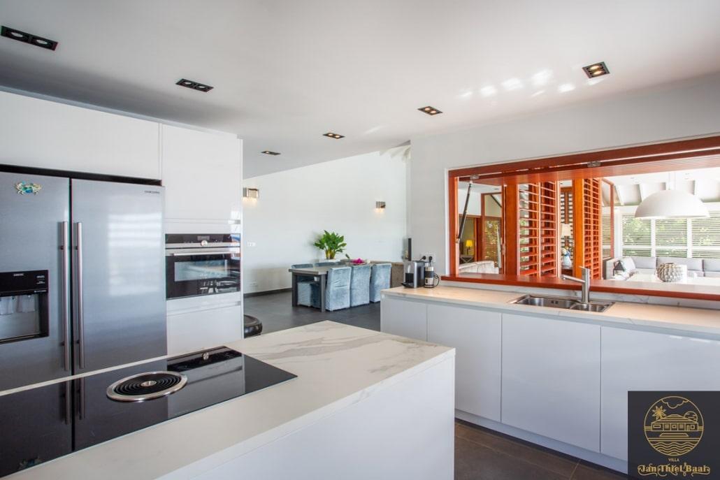 Vakantievilla Curacao huren? Overzichtsfoto van de keuken naar woonkamer